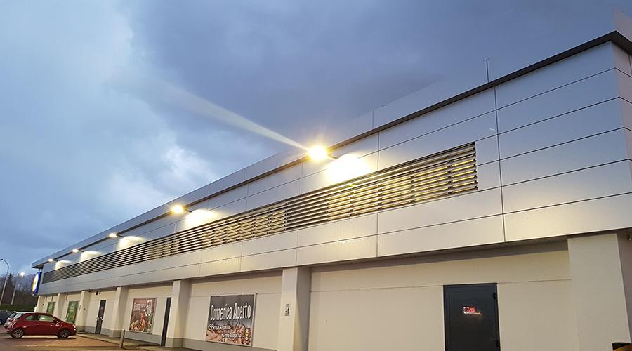 Frangisole in alluminio e rivestimenti di facciata a struttura